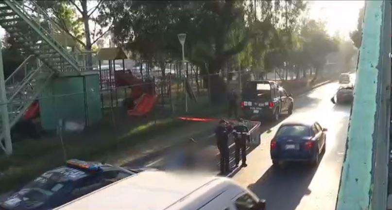 Muere hombre tras arrojase de puente peatonal en Calzada Ignacio Zaragoza, CDMX