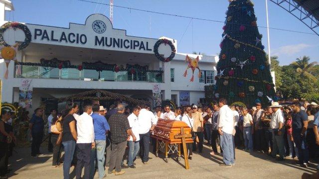rinden homenaje arturo gomez alcalde asesinado petatlan guerrero