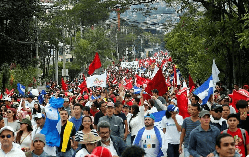 Miles de personas protestan contra supuesto fraude electoral en Honduras