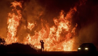 Seis incendios forestales arrasan sur California