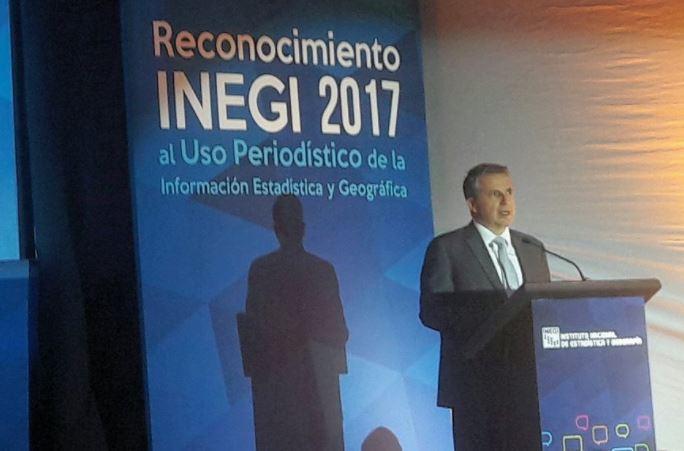 INEGI reconoce trabajo de Guadalupe Flores