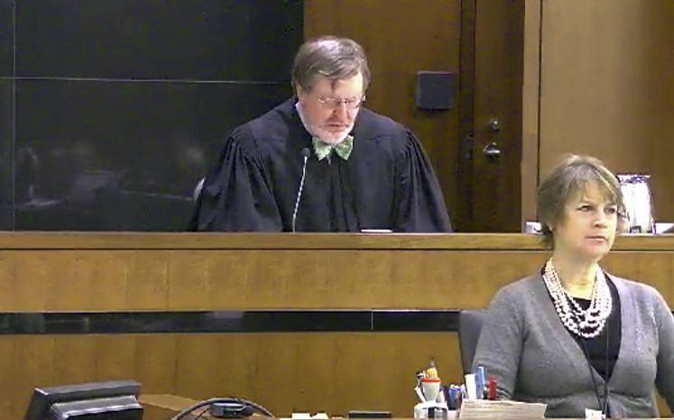 Un juez de EEUU bloquea parcialmente la orden migratoria de Trump