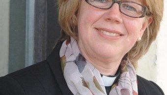 La exenfermera Sarah Elisabeth Mullally se convierte en la primera obispa