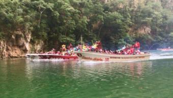 Lancheros hacen peregrinación en el Río Grijalva, Chiapas