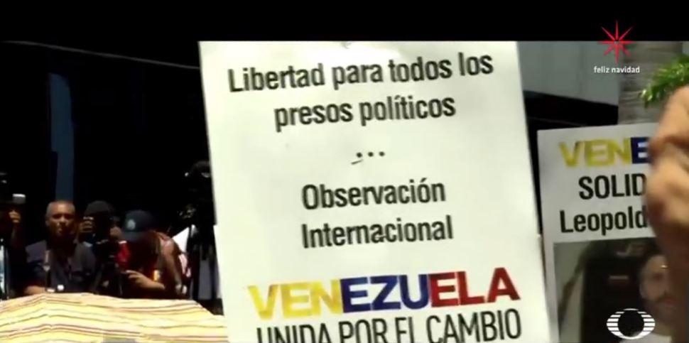 Los opositores de Maduro huyen de Venezuela