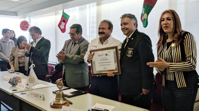 Miembros Rotary Club reconocen labor Armando Ahued