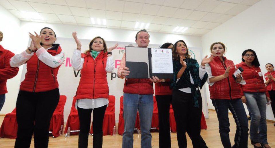Mikel Arriola recibe el apoyo de mujeres priistas