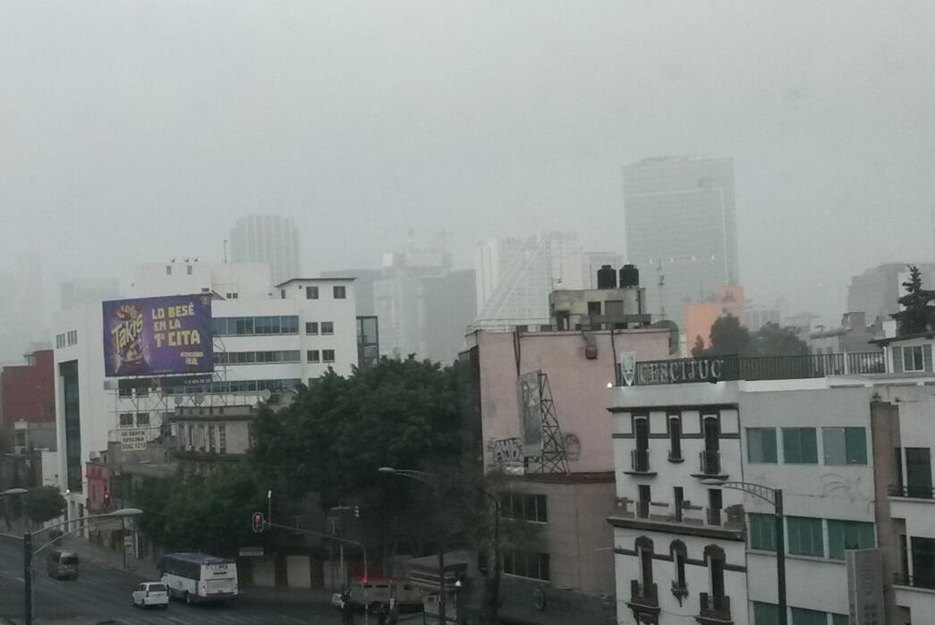 #AlertaDN El aeropuerto capitalino suspende operaciones de aterrizaje por banco de niebla