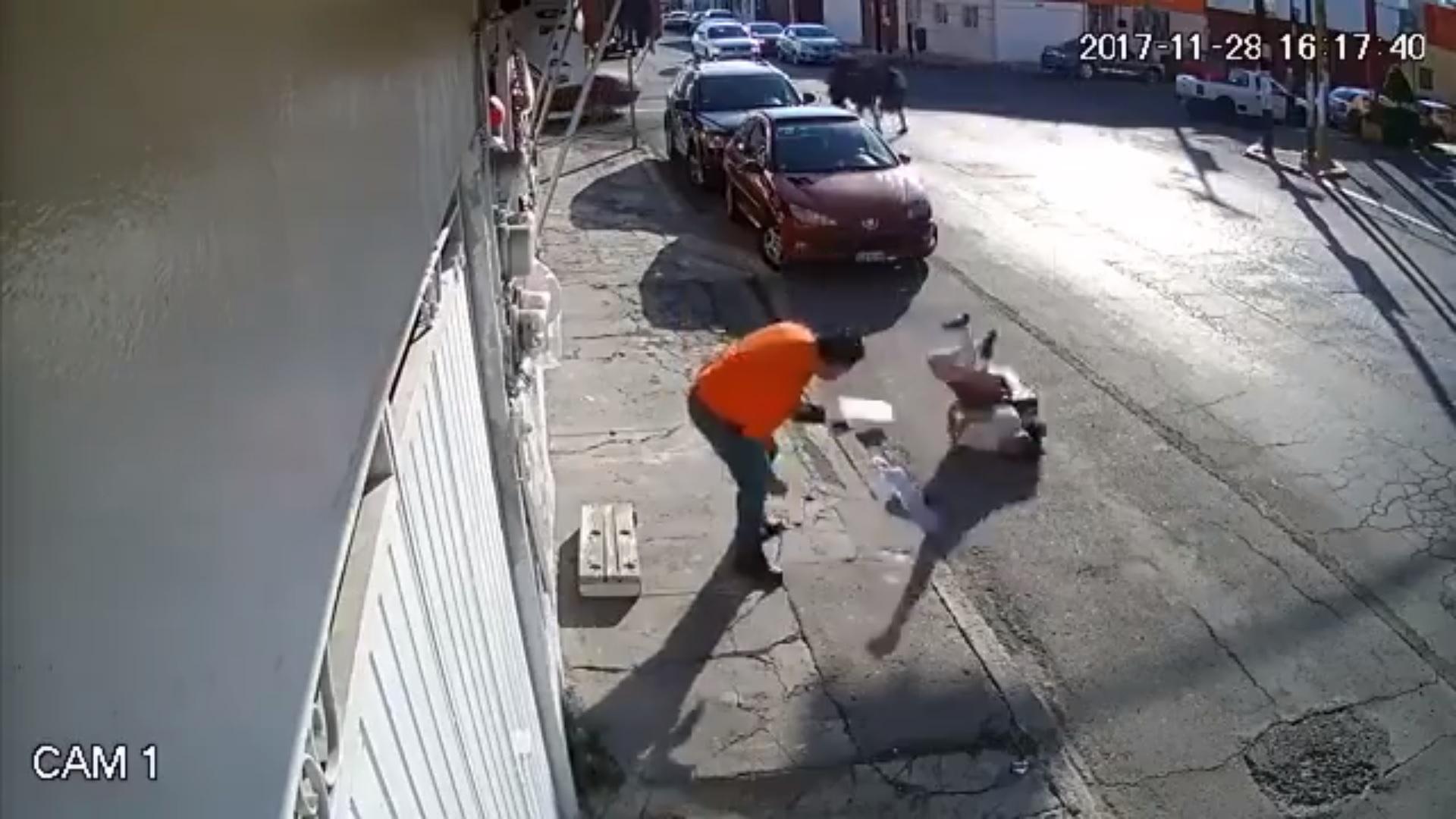 Camión jala cable y casi decapita a niña