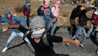 Palestinos protestan cerca de Ramala contra la decisión de Trump