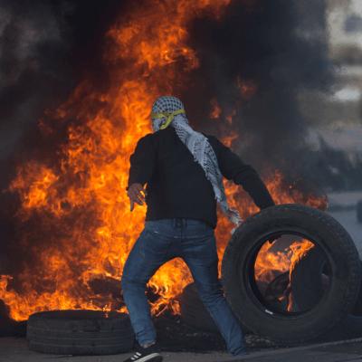 Miles de palestinos protestan tras decisión de Trump sobre Jerusalén