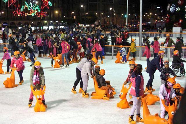 Resultado de imagen para ¡ inauguran pista de hielo! en Monumento a la Revolución