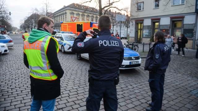 Policía de Potsdam, Alemania, encuentra artefacto explosivo en mercado de Navidad