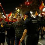 Gobierno español retira a policías desplegados en Cataluña por proceso independentista