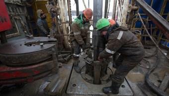 Bajan los precios del petróleo por la caída de inventarios estadounidenses