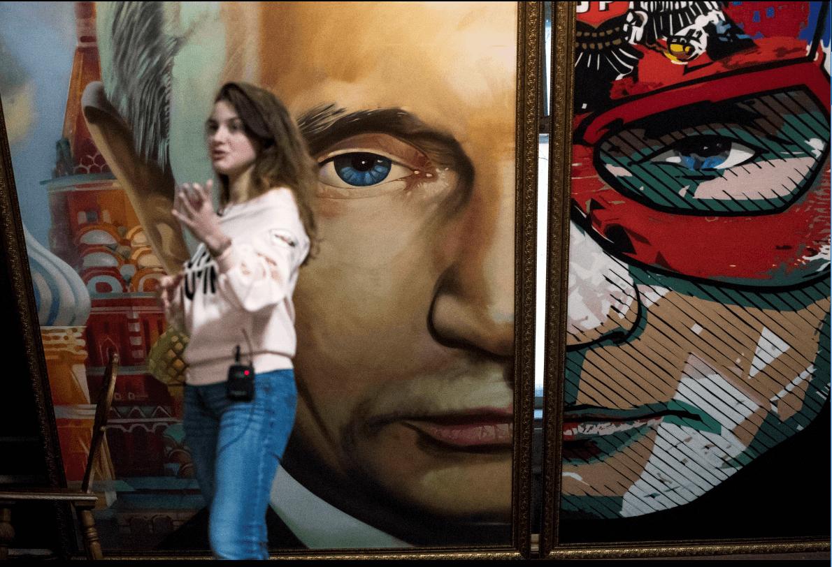 Putin, convertido en superhéroe. (AP)
