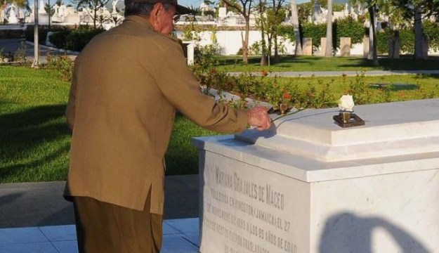 Homenajean a Fidel Castro a un año del entierro de sus cenizas