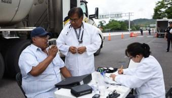 Realizan exámenes médicos y toxicológicos a choferes y pilotos de transporte público