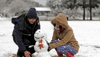 Residentes de Texas disfrutan de la inusual nevada