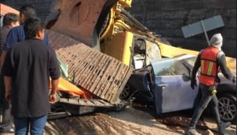 autoridades investigan causa de caida de retroexcavadora en huixquilucan