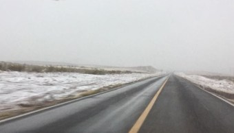 Cierran carretera por tormenta invernal en Sonora