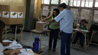 Venezuela celebra elecciones de 335 alcaldes y un gobernador