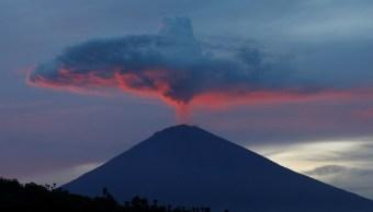El volcán Agung continúa muy activo en Bali
