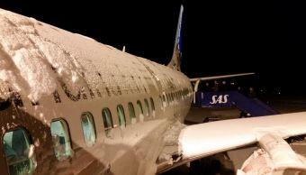 Miles de vuelos cancelados y retrasados por tormenta de nieve en EU
