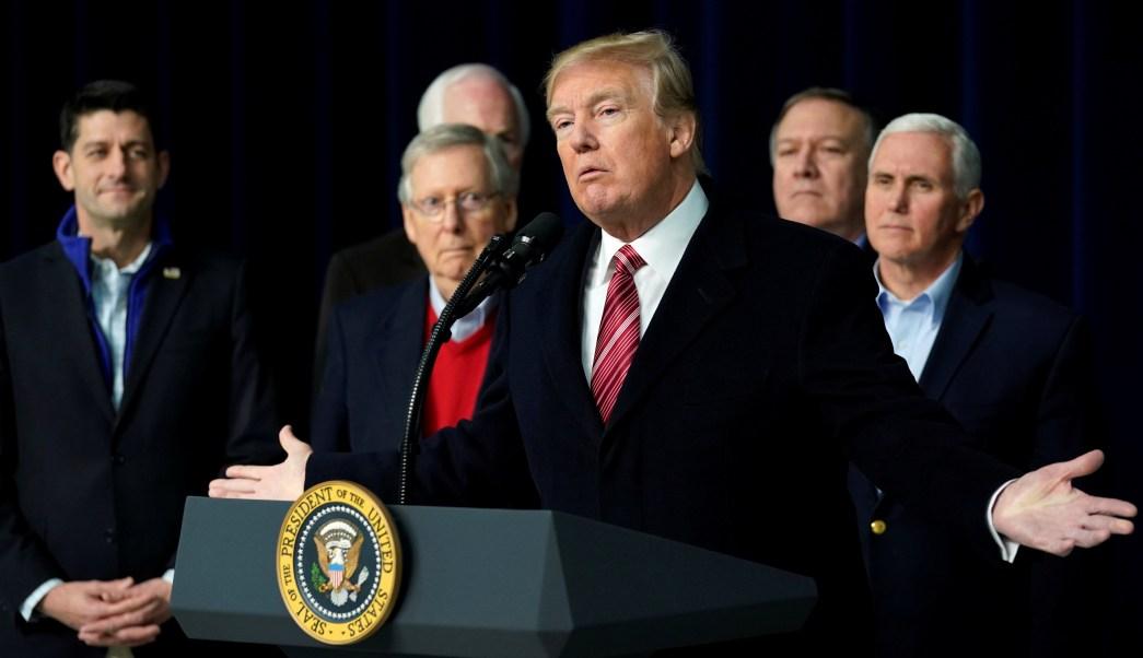 Trump aboga por endurecer leyes de libelo en EU tras polémico libro