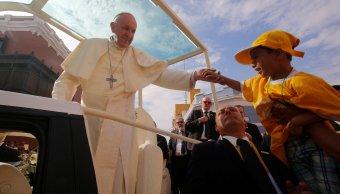 papa francisco pide a peruanos resistir las 'tormentas de la vida social'