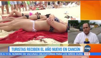 Turistas reciben el Año Nuevo 2018 en Cancún