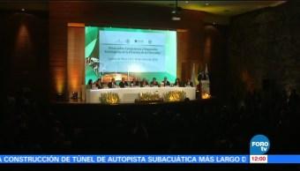 Funcionarios participan en el Foro de Competencia y Regulación