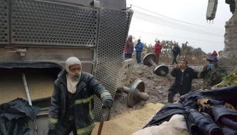 rescatan a menor en vivienda sepultada por toneladas de maiz, en ecatepec, edomex