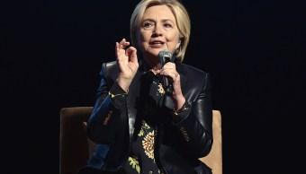 Hillary Clinton 'consternada' por denuncia de acoso sexual contra exasesor
