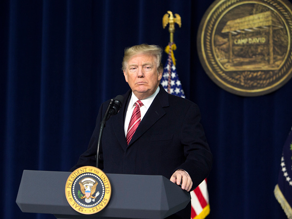 Trump apoya uso de ayuda cortada a Pakistán para infraestructura en EU