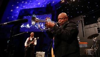muere hugh masekela considerado padre jazz sudafricano