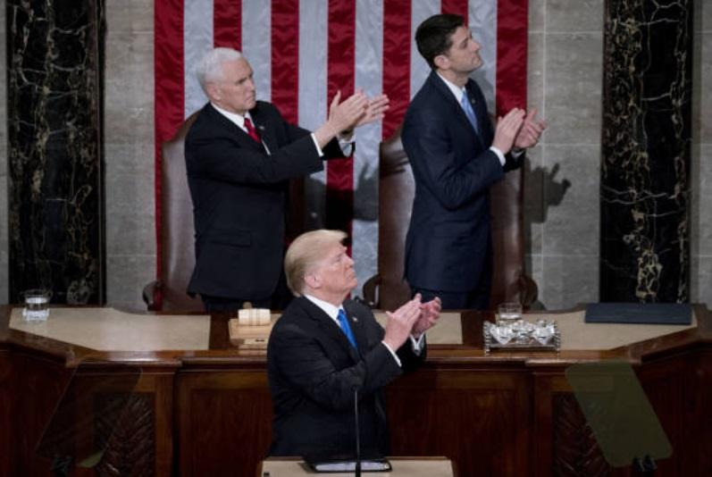 Aplausos a Trump en Estado de la Unión provocan burlas en internet