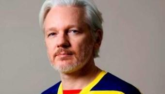 Presidente ecuatoriano reconoce que asilo a Assange causa molestia
