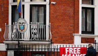 Assange pide que anule su orden de detención