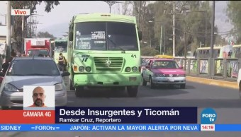 Camiones de pasajeros complican tránsito en calzada Ticomán