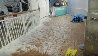 Así se vivió el paso del ciclón bomba desde un crucero