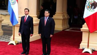 El presidente paraguayo, Horacio Cartes, recibe al presidente mexicano, Enrique Peña Nieto