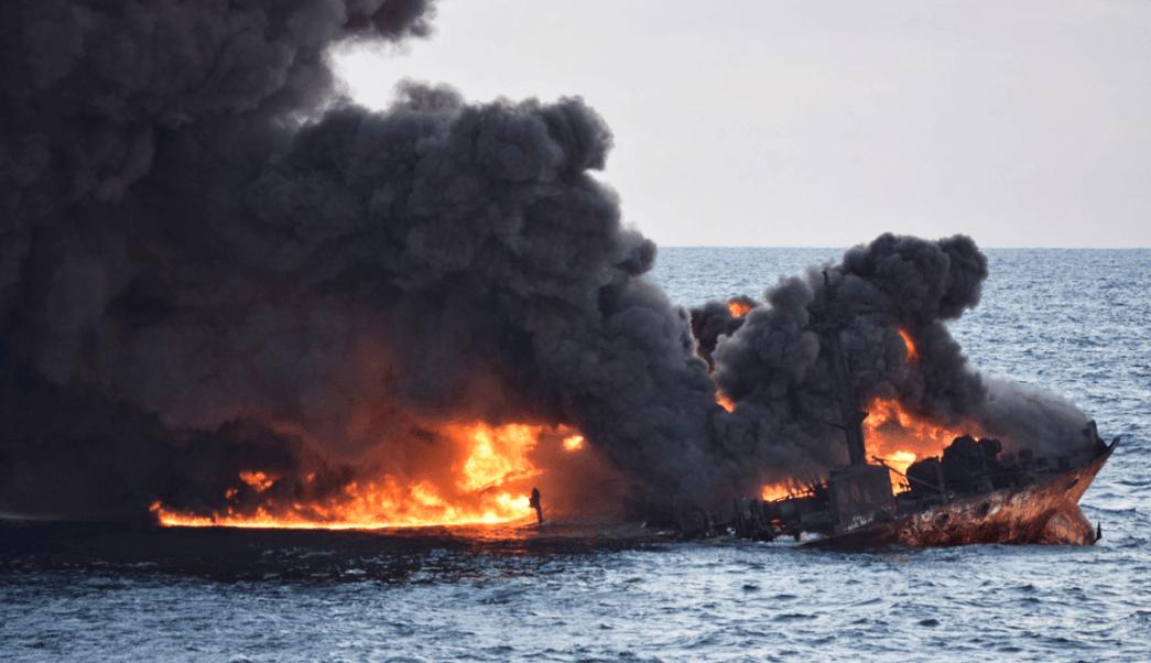 Explosión del buque petrolero iraní Sanchi. (Reuters)
