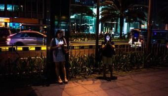 Familias de Filipinas cuentan con telefonos celulares mas que baños