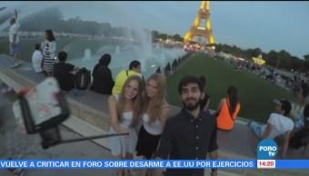 Guerra en Francia contra los bastones para selfies