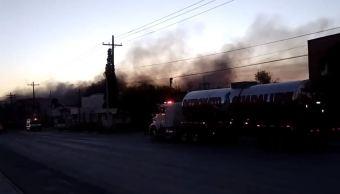 Incendio consume cuatro bodegas en Apodaca