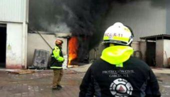 Incendio afecta planta de adoquín en García, Nuevo León