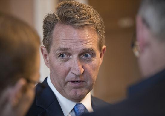 Grupo bipartidista alcanza acuerdo para proteger a Dreamers, asegura republicano Jeff Flake