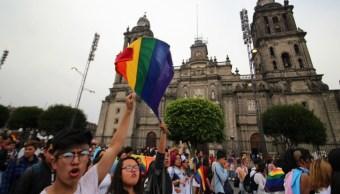 Comunidad LGBTTTI marcha sobre Paseo Reforma