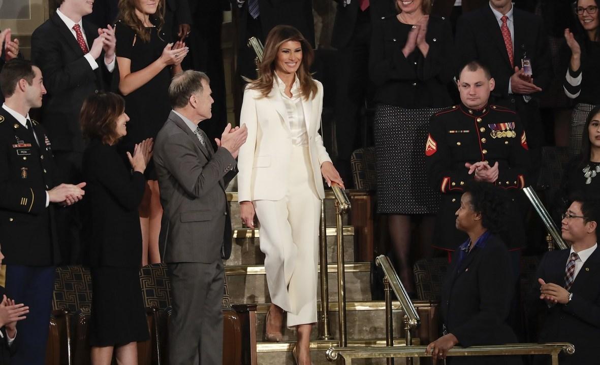 Melania Trump rompe tradición y llega su cuenta Congreso